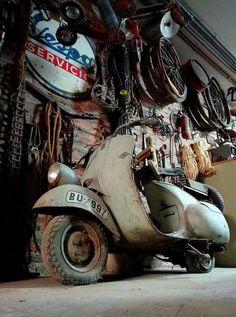 Vespa Bike, Piaggio Vespa, Lambretta Scooter, Vespa Scooters, Vespa 300, Vespa Motorcycle, Motorcycle Engine, Custom Vespa, Honda Ruckus