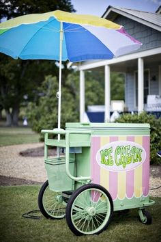 BBQ Wedding - Omg what if we could find a vintage ice cream cart! Ice Cream Stand, Ice Cream Cart, Ice Cream Buffet, Candy Cart, Vintage Ice Cream, Italian Ice, Flower Cart, Ice Cream Social, Decoration