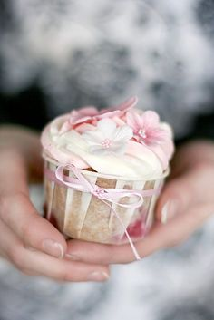 Strawberry Cupcakes ~ So cute!Wheel & Barrow stock these cupcake/Friand cups! Pretty Cupcakes, Beautiful Cupcakes, Yummy Cupcakes, Flower Cupcakes, Amazing Cupcakes, Butterfly Cupcakes, Mocha Cupcakes, Gourmet Cupcakes, Velvet Cupcakes