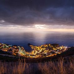 25 minutes after the sunset above Câmara de Lobos in Madeira. #madeiraisland  #landscape #nature  #SonyAlpha #SonyImages #amazingview  #madeira  #traveling #travelphoto #traveladdict #travelbible #natureporn #nature #trip #sunset #sunset_vision  #backpackerlife #globetrotter #traveltheworld #travelgram #travellife #travellifestyle #seetheworld #discoverearth  #podróżemałeiduże #wakacje