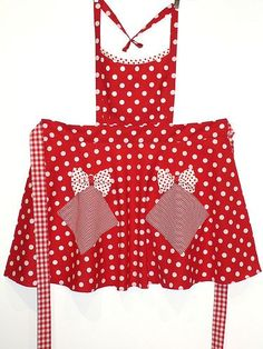 Love those polka dots! Jean Apron, Cool Aprons, Sewing Aprons, Aprons Vintage, Vintage Patterns, Old And New, Gingham, Dinner Rolls, How To Wear