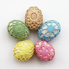 <---this girls loves doilies!   Doily Easter Eggs...