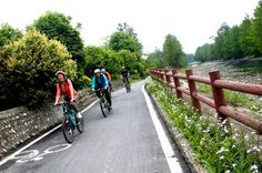 Private Half-Day Country Biking Tour Nearby Chengdu Explore the unique landscapes of China and learn more about Sichuan culture. See what makes Chengdu the land of abundance through this bike tour. This one-day bike tour starts at the Nongke village in Pixian County, which is considered to be the origin of village tourism in China. Located only 28 miles (45 kilometers) away from Chengdu, Pixian County is a typical representation of rural life in the west of Sichuan plain. Cycl...