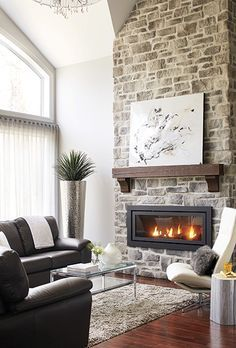 Foyers: Onze univers chaleureux Fireplaces: Eleven warm worlds Cottage Fireplace, Fireplace Mantle, Fireplace Design, Living Room Remodel, Living Room Decor, Foyer Decorating, Great Rooms, Home Remodeling, Family Room