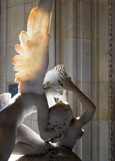 Psyche re-animated by Cupid, by Antonio Canova. Paris, Louvre. | Psique reanimada por el beso del amor, de Antonio Canova. París, Louvre.