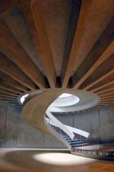 Escalier dans le musée gallo-romain de Lyon-Fourvière