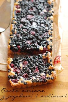 "Oatmeal cake with blueberries and raspberries "". cake with honey, oatmeal and brown sugar, and fruits of the forest! You can eat them almost without remorse;-)"" provision after clicking on the picture :) Healthy Cookies, Healthy Sweets, Healthy Baking, Healthy Food, Polish Desserts, Polish Recipes, Sweet Recipes, Cake Recipes, Dessert Recipes"