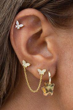 Pretty Ear Piercings, Ear Peircings, Facial Piercings, Top Of Ear Piercing, Triple Ear Piercing, Tragus Piercing Jewelry, Female Piercings, Ear Piercings Helix, Multiple Ear Piercings