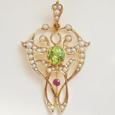 Fine Antique Edwardian 9ct Gold Ruby, Peridot & Pearl Suffragette Pendant c1910 Edwardian Jewelry, Antique Jewelry, Vintage Jewelry, Suffragette, Art Nouveau Jewelry, Van Cleef Arpels, Emerald, Bows, Brooch