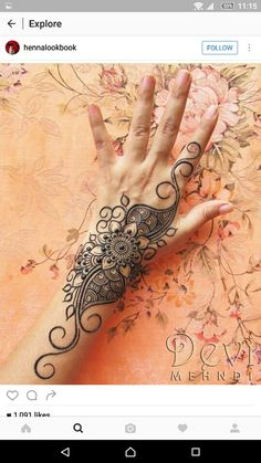 Very easy and simple mehndi designs photos for hands 2018 Unique Mehndi Designs, Beautiful Henna Designs, Mehndi Designs For Hands, Simple Mehndi Designs, Mehandi Designs, Henna Ink, Henna Body Art, Mehndi Tattoo, Henna Tattoo Designs