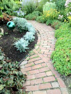 Brick garden path | http://modern-garden-design-986.blogspot.com