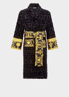 I ♡ Baroque Bathrobe by Versace Home. Featuring a faint textural Versace logo print and accented by a Barocco printed sleeve and wrap belt, this soft and iconically covered bathrobe exudes luxury. Versace Bathrobe, Logo Versace, Frou Frou, Gucci, Men Sweater, Mens Fashion, Funky Fashion, Gold Fashion, Collection