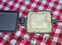 campfire apple pies…need to buy these pie irons ASAP! Mountain Pie Maker, Mountain Pie Recipes, Mountain Pies, Backpacking Food, Camping And Hiking, Camping Meals, Camping Recipes, Camping Cooking, Kayak Camping