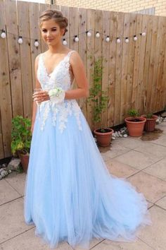 Prom Dress For Teens, Stylish A-Line/Princess V-neck Sleeveless Sweep/Brush Train Applique Tulle Dresses cheap prom dresses, beautiful dresses for prom. Best prom gowns online to make you the spotlight for special occasions. Cute Prom Dresses, Elegant Prom Dresses, Tulle Prom Dress, Lace Bridesmaid Dresses, Dance Dresses, Evening Dresses, Wedding Dresses, Dress Formal, Maxi Dresses