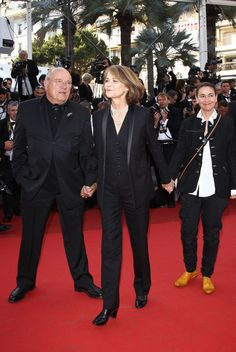 """Charlotte Rampling Photos - Actor Peter Lindbergh and actress Charlotte Rampling from the film """"The Look"""" attend """"The Tree Of Life"""" premiere during the 64th Annual Cannes Film Festival at Palais des Festivals on May 16, 2011 in Cannes, France. - """"The Tree Of Life"""" Premiere - 64th Annual Cannes Film Festival"""