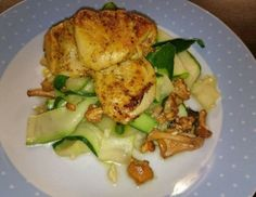 Eierschwammerl mit Zucchininudeln und Curryhuhn