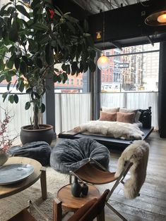 Roman and Williams Guild New York — Olho no Varejo Ace Hotel, Eclectic Design, Interior Design, Roman And Williams, Bed In Closet, Concrete Wood, White Bedding, Visual Merchandising, Home Furniture