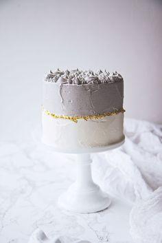 Black Sesame and Matcha Cake Sweet Recipes, Cake Recipes, Dessert Recipes, Baking Desserts, Pretty Cakes, Beautiful Cakes, Food Cakes, Cupcake Cakes, Nake Cake