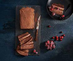 Der Schokolade-Cake der alles gibt. Die Schokolade-Rahm-Füllung mit der Schokolade-Ganache-Füllung im luftigen Nussbiskuit. Biscuits, Soul Food, Baking Recipes, Sweets, Desserts, Pain, Chocolate Truffles, Pastries, Food