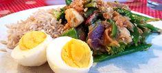 Roergebakken kip en groenten met zelfgemaakte pindasaus (à la gado gado)