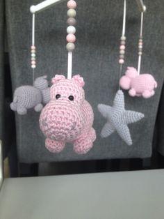 Troetels en zo: Haakpatroon muziekmobiel nijlpaardjes