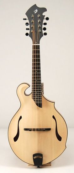 Breedlove Quartz F-Hole Mandolin in Maple & Satin Blonde Finish