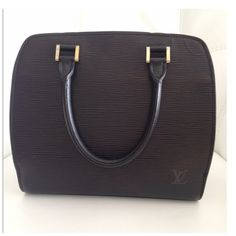 Authentic Louis Vuitton Black Leather EPI Authentic Louis Vuitton Black EPI purse. Great condition few minor scratches on hardware. Comes with dust bag. 10Wx8T prox 4.5 depth and handle drop. Louis Vuitton Bags