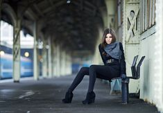 senior, train station, pose