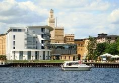 Das Arcona Hotel am Havelufer in Potsdam mit außergewöhnlicher Architektur.