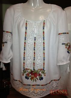 Embroidered Clothes, Embroidered Blouse, Crochet Edging Patterns, Embroidery Patterns, Mexican Shirts, Folk Fashion, Folk Costume, Cross Stitch Flowers, Types Of Fashion Styles