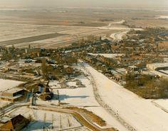 Beeld van de 14e Elfstedentocht. Luchtfoto van IJlst.  26 februari 1986