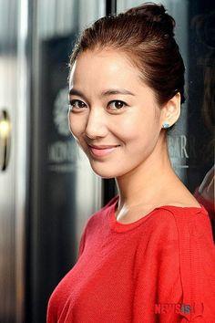 Lee So Yeon, Korean Beauty, Hoop Earrings, Fashion, Moda, Fashion Styles, Fashion Illustrations, Earrings