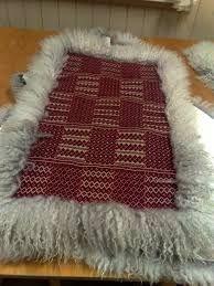 Bilderesultat for skinnfell Rugs In Living Room, Textile Art, Fiber Art, Weaving, Carpet, Textiles, Crochet, Blankets