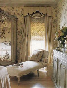 London Interior Designer Nicholas Haslam - New Orleans bedroom