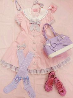 Pastel Sailor Lolita! I have never seen a coord like this before, but I really like it