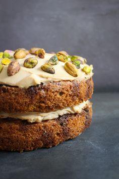 Coffee, Cardamon and Pistachio Cake | http://thefoodiesway.co.uk/coffee-cardamon-pistachio-cake/