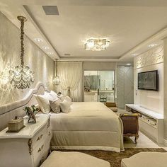 Suite com toques clássicos para desejar uma linda noite de sono. projeto Adriana Piva ME SIGAM TAMBÉM Gold Bedroom Decor, Bedroom Green, Bedroom Colors, Trendy Bedroom, Modern Bedroom, Master Bedroom, Luxury Homes Interior, Interior Design, Bedroom Layouts
