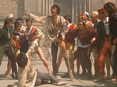 "Romeo kills Tybalt is a turning point in ""Romeo and Juliet"".(Romeo will be exiled by the prince) William Shakespeare, Shakespeare And Company, Film Romeo And Juliet, Juliet Movie, Men's Renaissance Costume, Zeffirelli Romeo And Juliet, Juliet Capulet, Leonard Whiting, Romeo Und Julia"