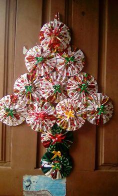 Mini Christmas Tree, Christmas Fabric, Diy Christmas Gifts, Christmas Holidays, Christmas Wreaths, Christmas Decorations, Christmas Ornaments, Easy Diy Crafts, Holiday Crafts