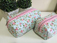 Necessaire em tecido estampado,duplo, feita com quilt livre, e com forração interna. <br>Dimensão do produto: 22x12x12cm <br> 18x9x9cm