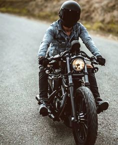 Exceptional Harley davidson motorcycles images are offered on our site. Moto Enduro, Enduro Motorcycle, Cafe Racer Motorcycle, Motorcycle Garage, Motorcycle Style, Motorcycle Outfit, Motorcycle Images, Motorcycle Camping, Women Motorcycle