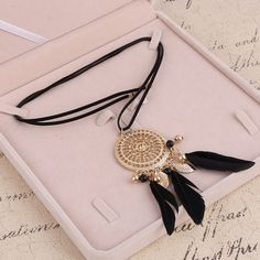MINHIN Women's Vintage Feather Pendant Necklace Exquisite Long Leather Rope Necklace Alloy Jewelry Red/Black Feather Design