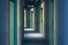 oddsson-hotel-in-reykjavik-occupies-a-warehouse-space-9