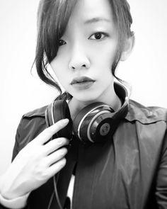 いいね!49件、コメント1件 ― nakanotoa/ToiMoiさん(@nakanotoa.toimoi)のInstagramアカウント: 「久しぶりに朝まで飲んだ次の日の晴天って。ね。 気持ち良いなぁ〜ꈍ .̮ ꈍ  #本日は晴天なり  #ヘッドホン女子 #一つ結び #ポニーテール というのだが #髪伸びてきた #この調子 #モノクロ…」#beatsbydre #headphones