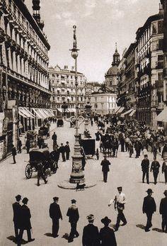La c/ Sevilla fotografiada desde la pza. de Canalejas en 1900. #Madrid http://microplanmadrid.com/2015/10/13/vistazo-atras/