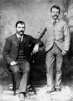 Two men posing for a portrait, around the late or early Both men are wearing single breasted suits, neckties and fob chains, and both have . Victorian Mens Clothing, Victorian Fashion, Victorian Era, 1920 Clothing, Vintage Fashion, Cthulhu, Sunday Clothes, 1880s Fashion, Russian Men