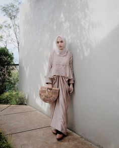 Ideas dress brokat modern sabrina Source by brokat Kebaya Muslim, Kebaya Modern Hijab, Dress Brokat Modern, Kebaya Hijab, Kebaya Dress, Model Kebaya Modern Muslim, Model Kebaya Brokat Modern, Dress Brokat Muslim, Muslim Dress