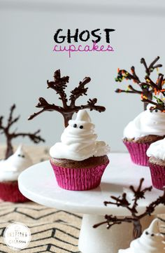 Ghost Cupcakes - the perfect Halloween treat!