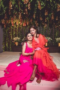 Boisterous Ludhiana Wedding of a Decorator Bride in Jaw-Dropping Looks Indian Wedding Photography Poses, Girl Photography Poses, Indian Bridal Outfits, Indian Designer Outfits, Dress Indian Style, Indian Dresses, Bride Sister, Bridal Photoshoot, How To Pose