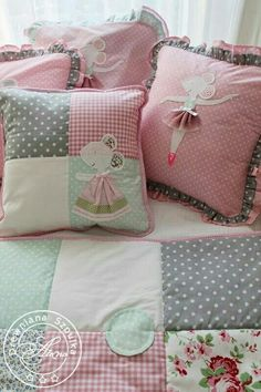 Patchwork idea for cushion Cute Pillows, Baby Pillows, Throw Pillows, Quilt Baby, Cushion Covers, Pillow Covers, Pillow Set, Patchwork Cushion, Quilted Pillow